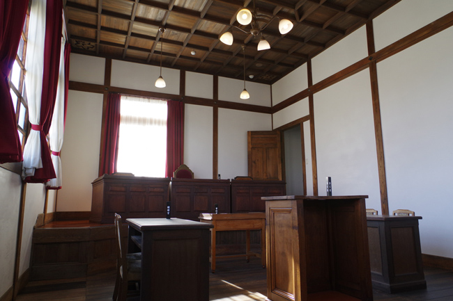 刑事裁判の初公判は、犯罪の種類...