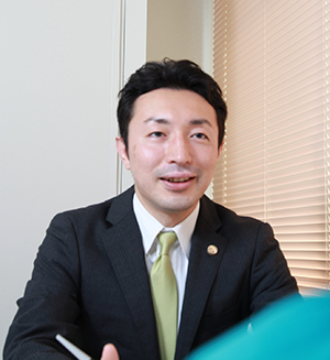 弁護士小林 300x327