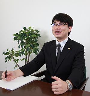 弁護士戸谷 300x320