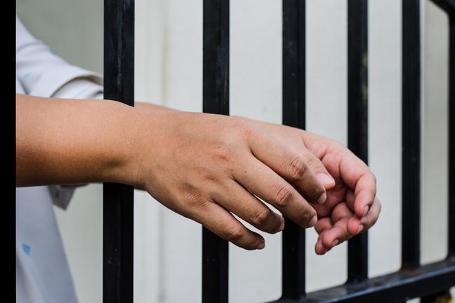 牢屋から出された手