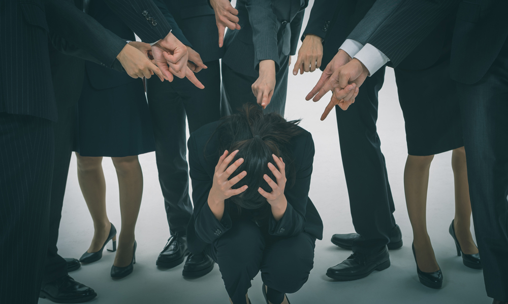 業務妨害で告発された社員